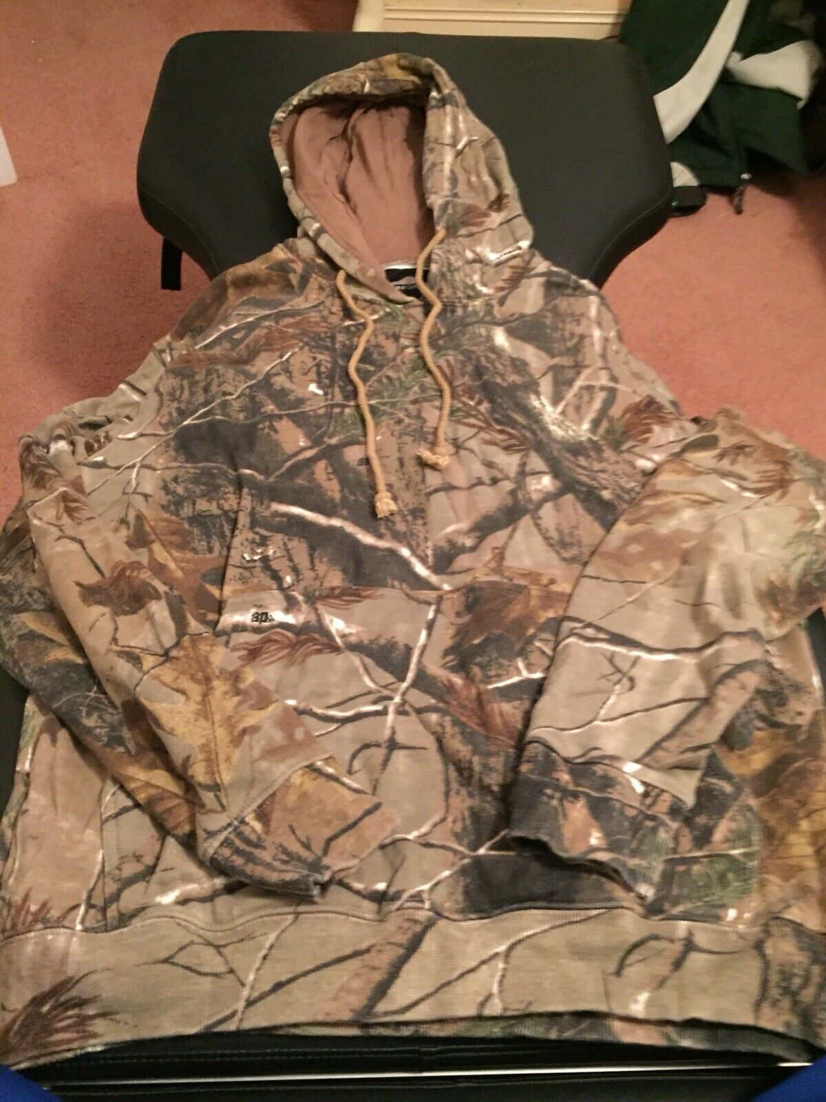 Lot Of 6 Pieces Of Women's Hunting Camo Shirts And Hoodies. Realtree