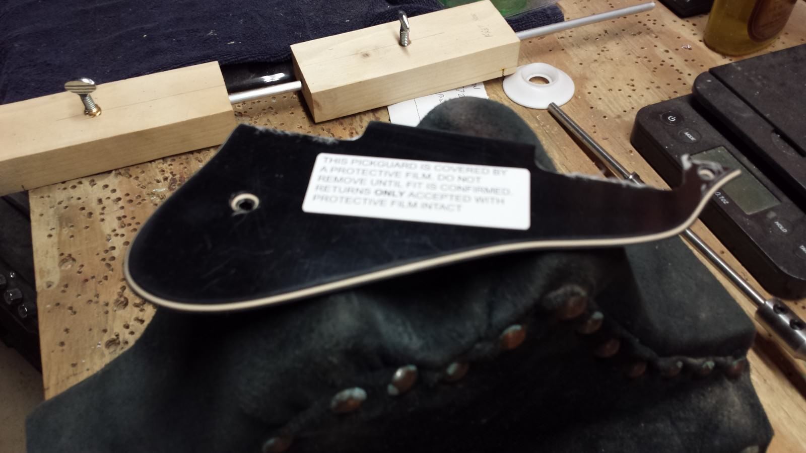 Negro-Crema Pickguard Para Gibson Midtown Estándar Con Cromo Soporte Soporte Soporte Y Tornillos  Descuento del 70% barato