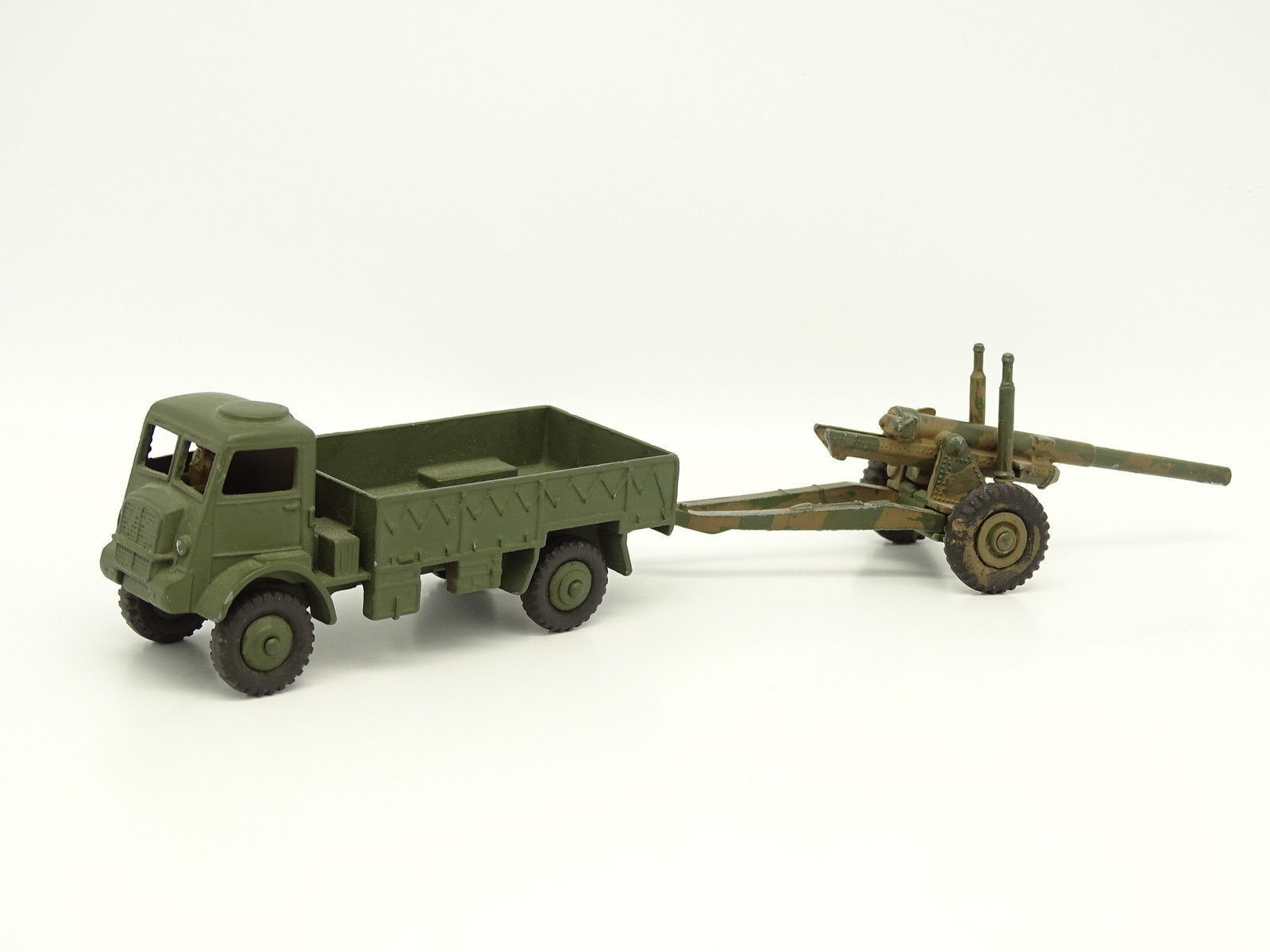 Dinky Toys GB Militaire SB  - Army Wagon with Trailer Medium Gun 692
