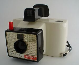 Vintage-Polaroid-Swinger-Camera-in-Original-Box