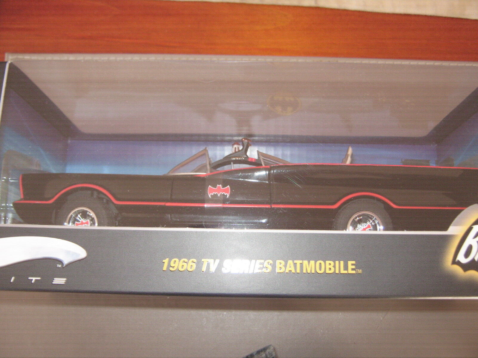 Hot wheels Batmobile  tv series 1966 1/18 1st series Elite made 2007 Mint boxed