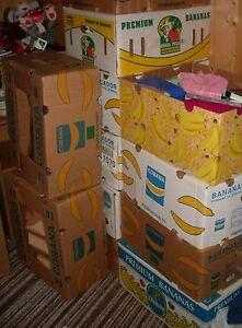 1-grosser-Bananen-Kartons-voll-Flohmarktsachen