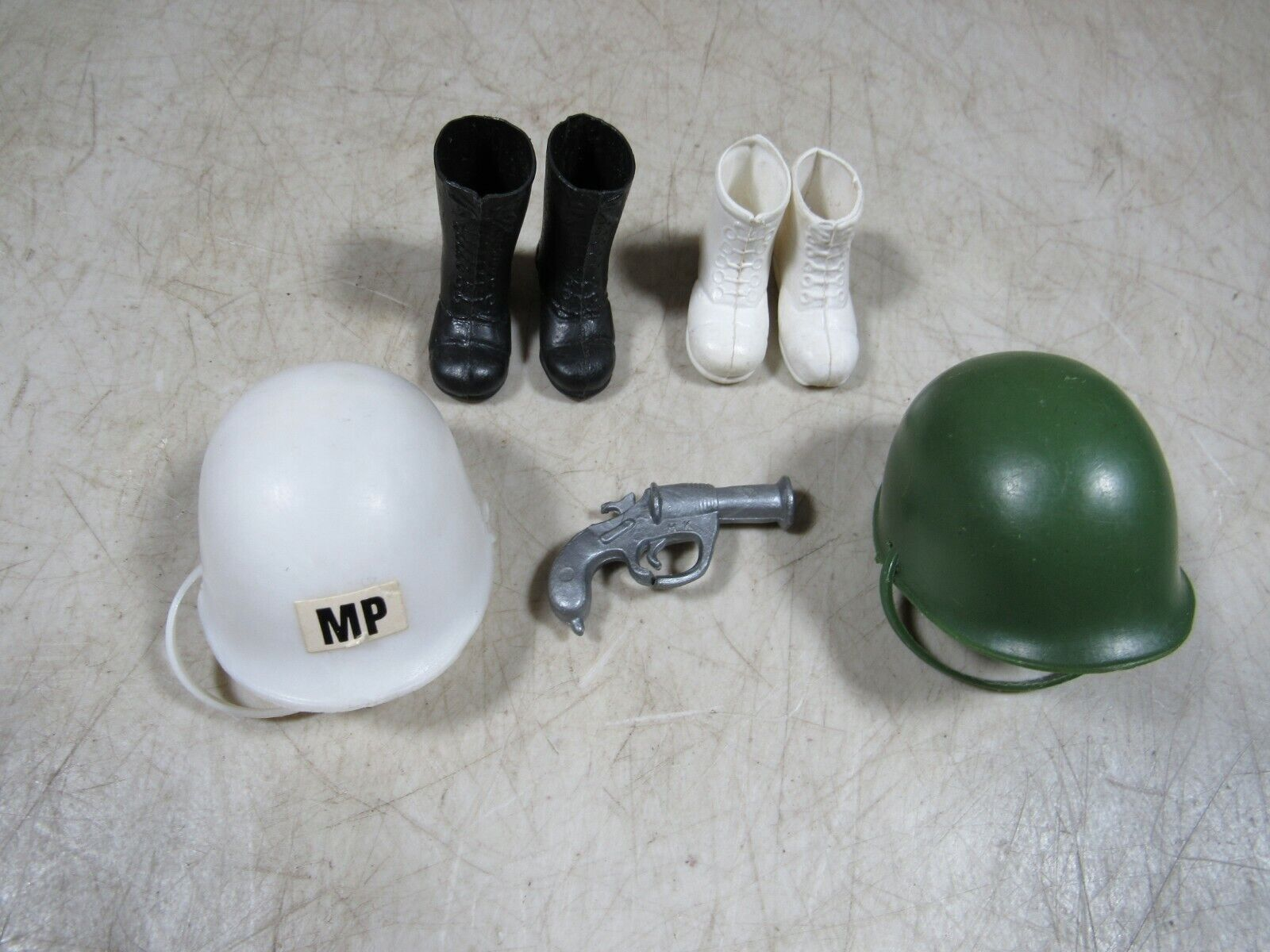 Vintage 1960's 70's 70's 70's GI Joe Action Figure Accessories Helmets Boots Flare Gun a83dd2