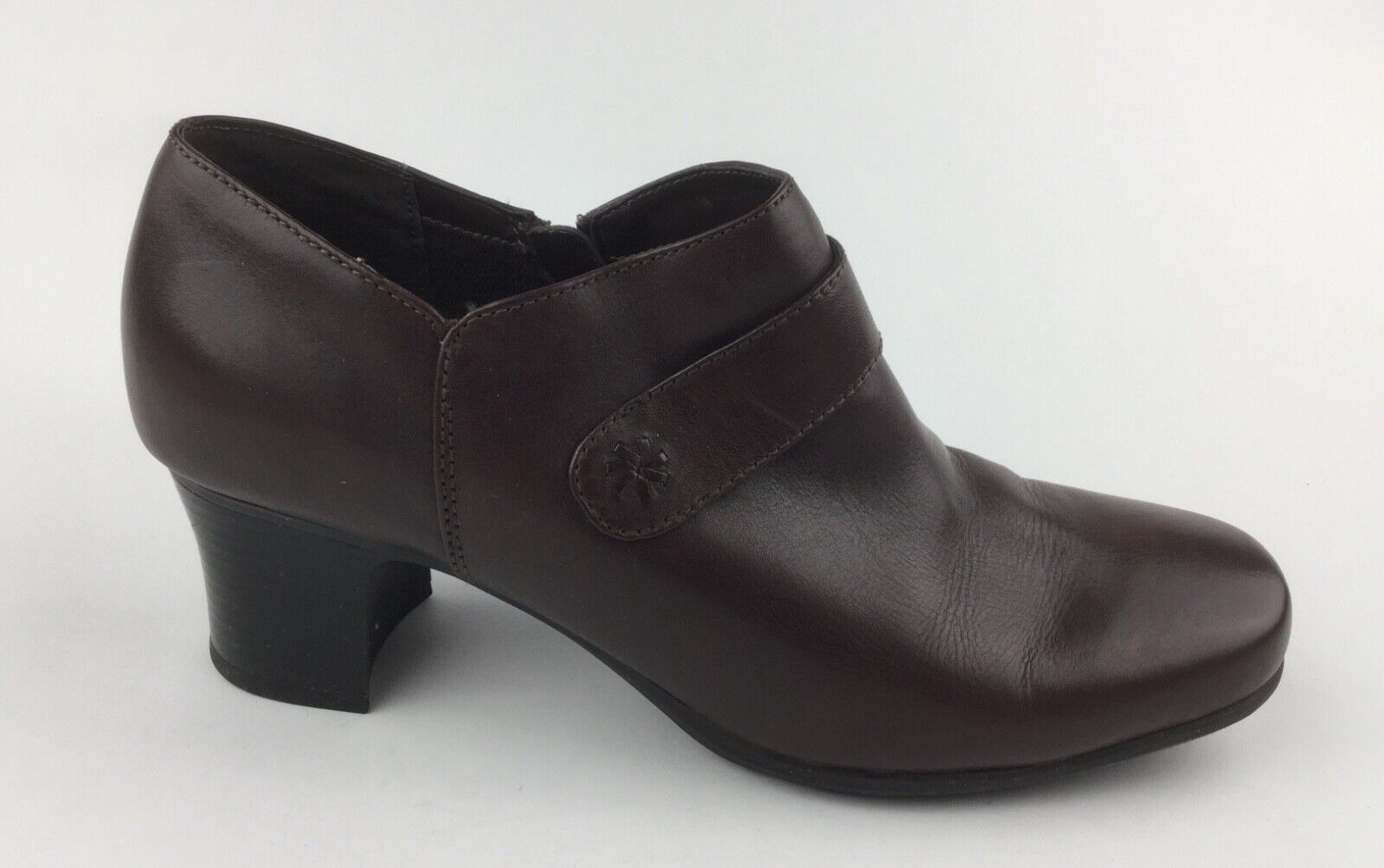 Clarks Womens Brown Leather Ankle Boots Heels Sz US 9