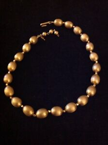Vintage-Crown-Trifari-Textured-Gold-Tone-Egg-Bead-Necklace-Choker-With-Hang-Tag