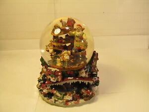 Musical-Water-Snow-Globe-Grandeur-Noel-Santa-039-s-Workshop-Collector-039-s-Edition-1999