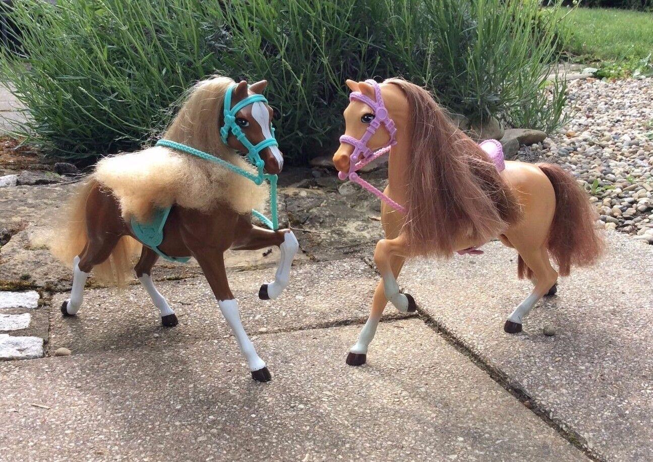 Barbie 2 Pferde mit Sattel und Zaum