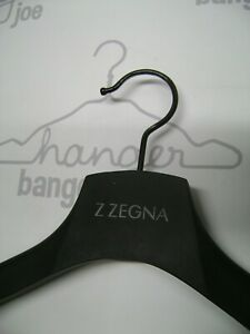 Z-ZEGNA-DESIGNER-16-034-17-1-4-034-BLACK-WOOD-VINYL-COVERED-SHIRT-COAT-HANGERS-SET-3