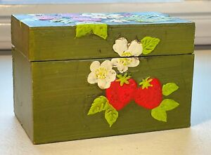 Vintage-Wooden-Recipe-Box-Hand-Painted-Strawberries-With-Flip-up-Cover