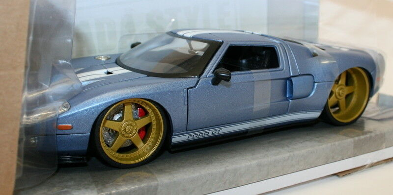 Jada 1 24 Scale Metal Model Car Car Car - 97368 - 2005 Ford GT - Met azul 22b079