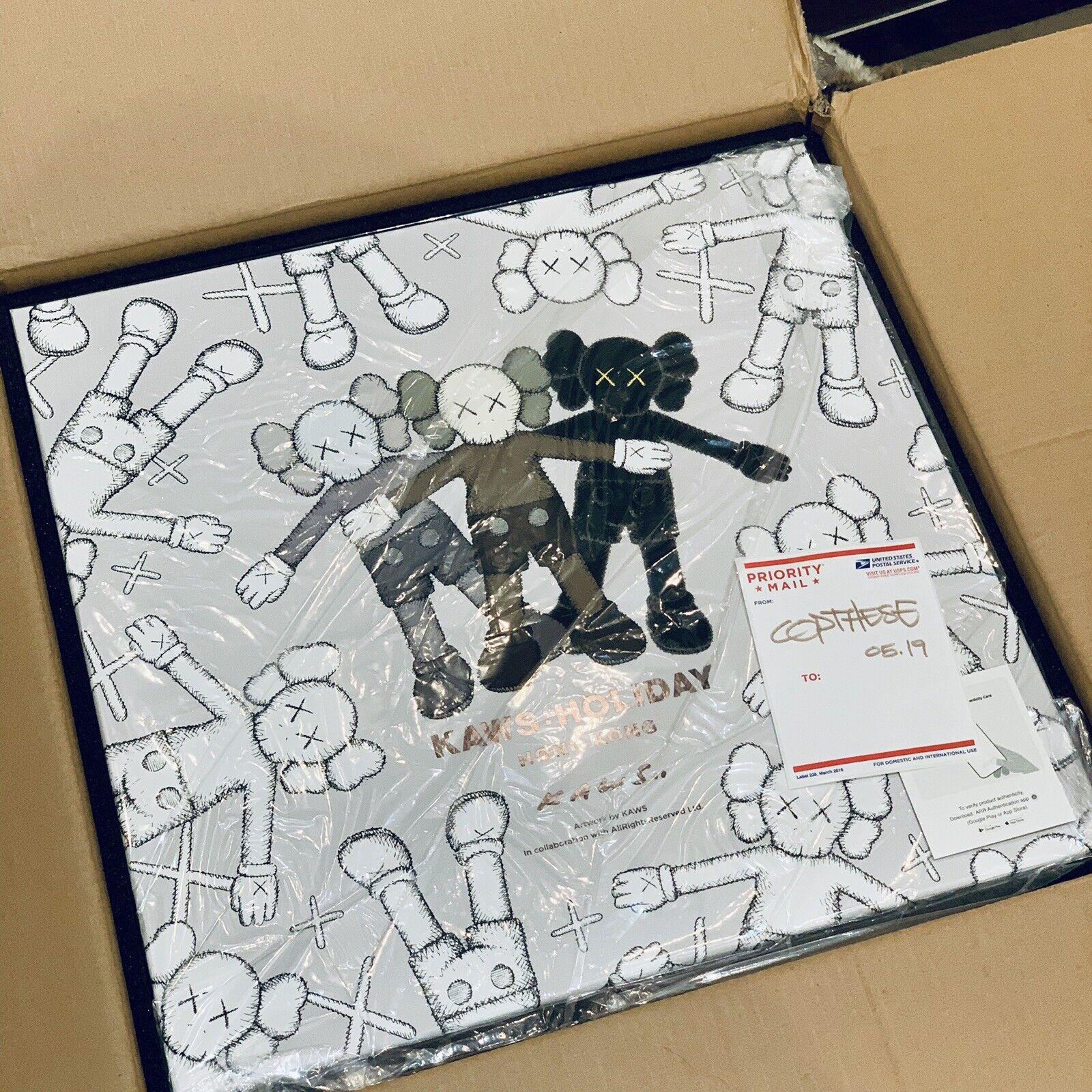KAWS Holiday Hong Kong limited 20  Plush Set compagnon BFF en main     de 2000