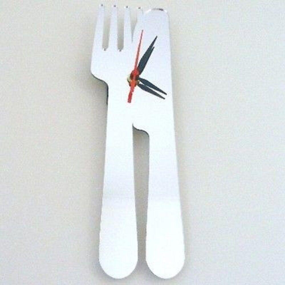 Messer und Gabel verspiegelt Uhr
