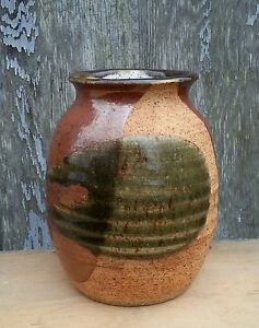 Vintage-stoneware-pottery-brown-vase-artist-signed-6-25-inches