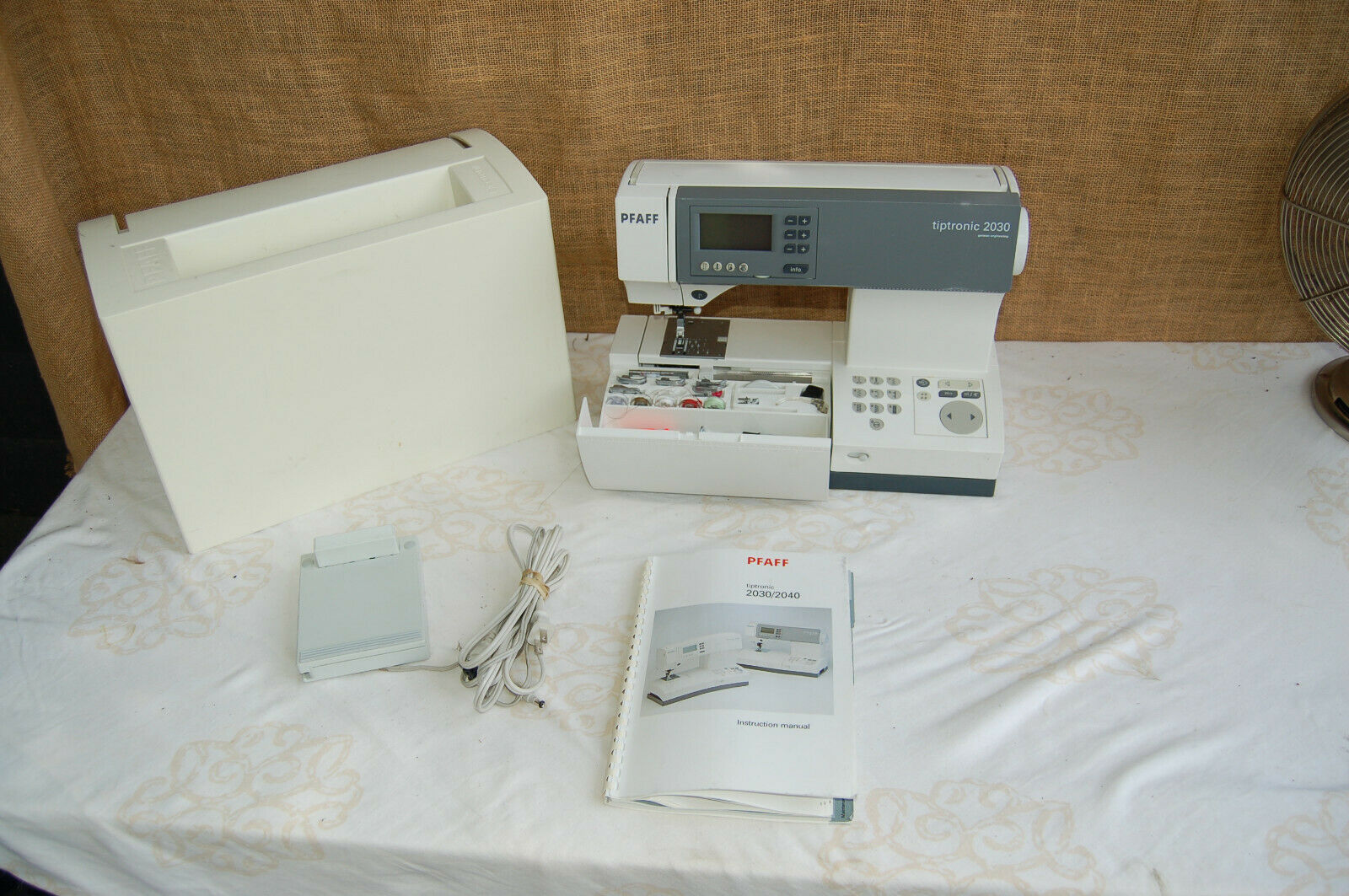 s l1600 - PFAFF TIPTRONIC 2030 SEWING MACHINE W/ ACCESSORIES **VIDEO**!!