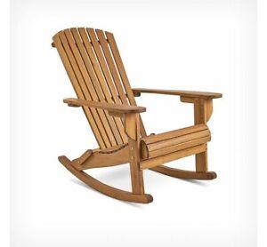 A dondolo adirondack in legno armati sedia per giardino patio o decking