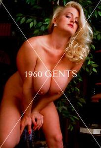 Sexy nude curvy blonde