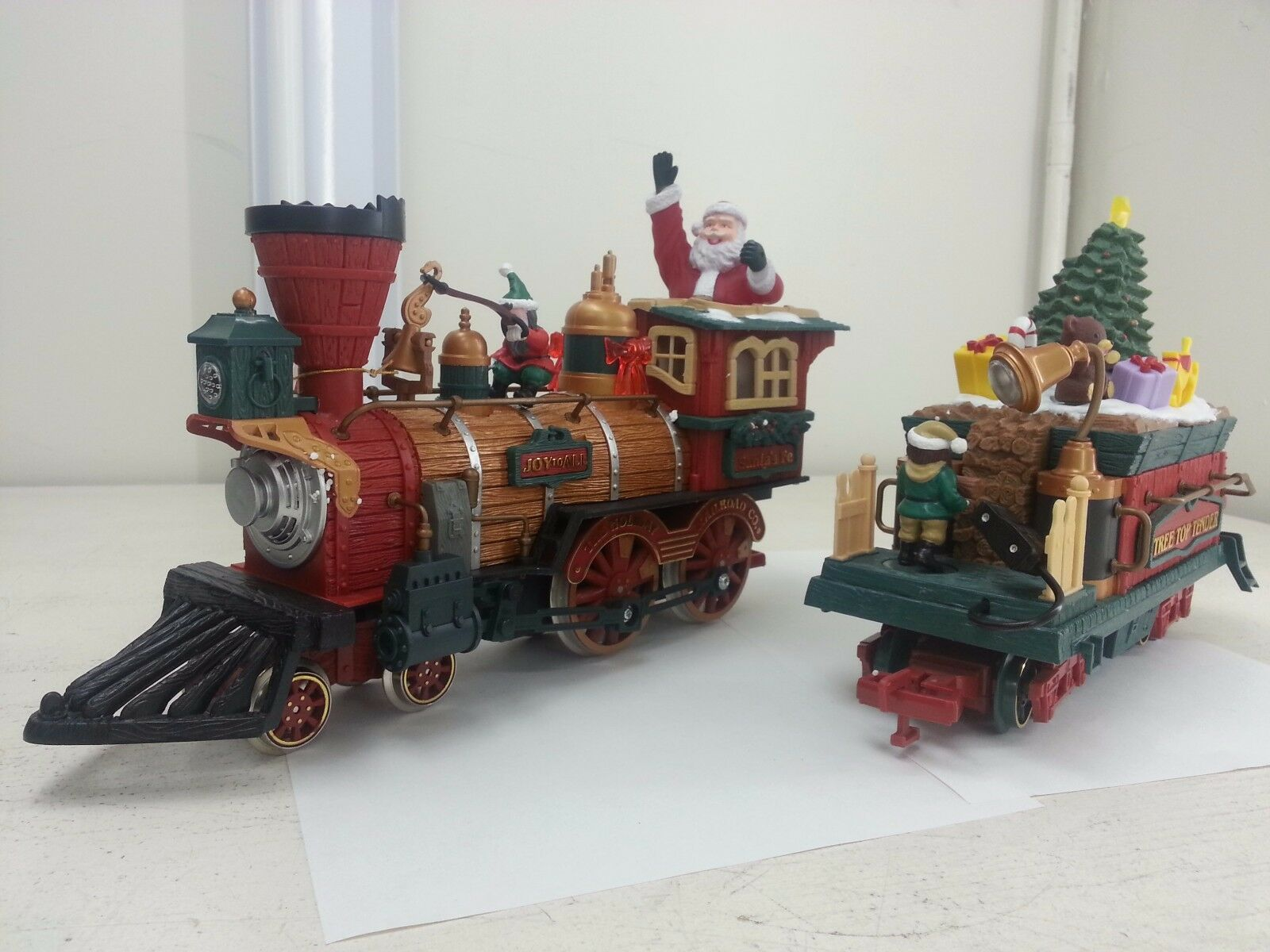 essere molto richiesto Nuovo Bright Holiday Express Express Express  384 Engine & Tender Christmas Locomotive G Scale  solo per te