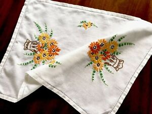 VINTAGE-HAND-EMBROIDERED-WHITE-LINEN-TRAY-CLOTH-TABLE-CENTRE-18X13-Inches