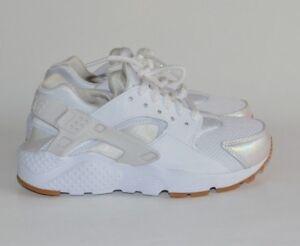 b5dee6091f85 Nike Youth Air Huarache Run SE Gum Bottoms White Prism Pink Size 3.5 ...