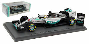 Spark-S4622-Mercedes-W06-Winner-US-GP-2015-Lewis-Hamilton-With-Pit-Board-1-43
