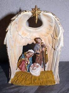 Heilige Familie im Flügel in einer Figur beleuchtet  17 cm h - 13 cm b - Poly
