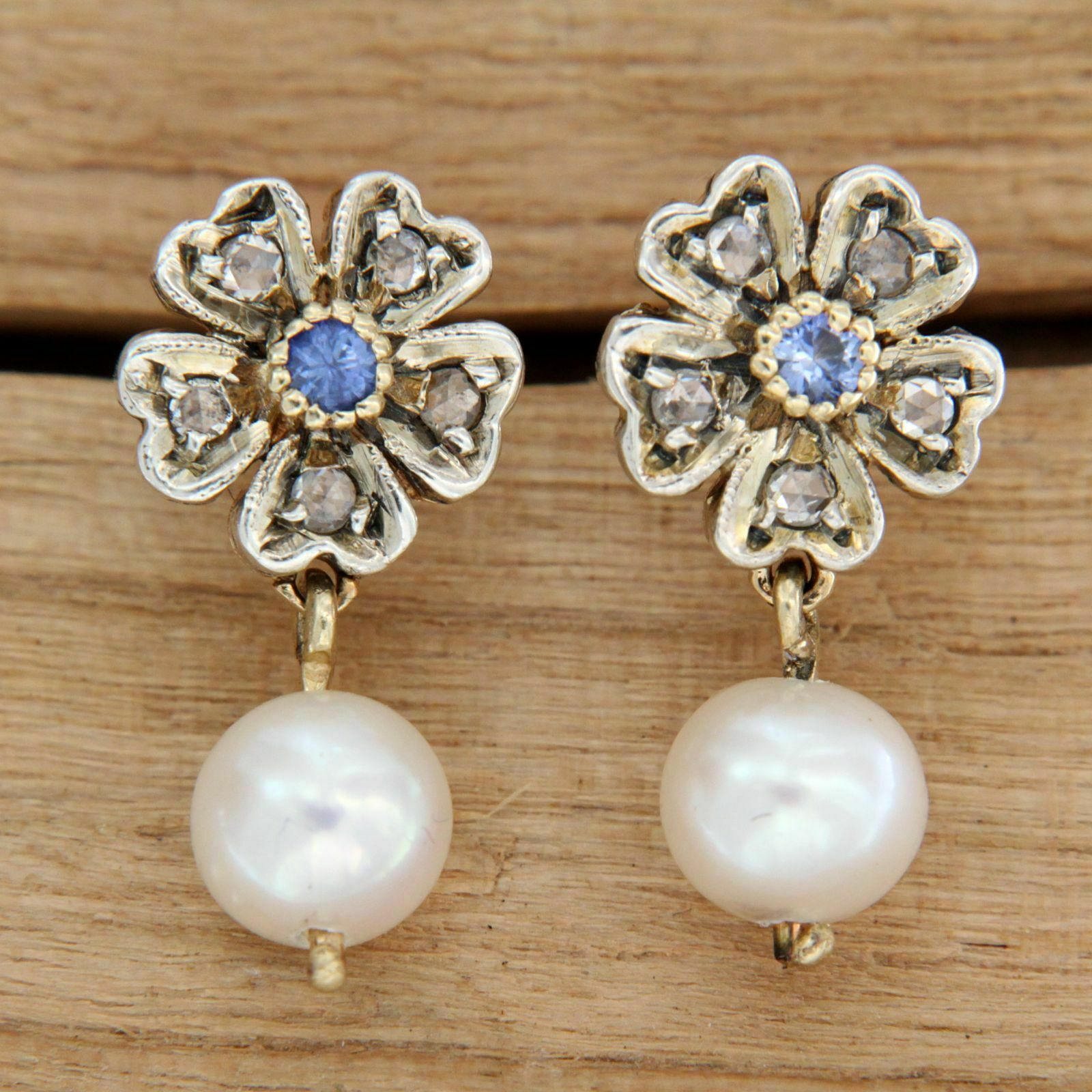 Yellow gold Earrings 14 Carats with Pearls Sapphires and Diamonds Flower-Shaped