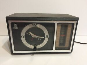 Vintage GE Clock AM/FM Radio C4501A Wood Grain Walnut Finish Poly