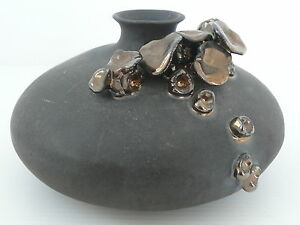 Adorable Ceramique/ Vase A Decor De Fleurs Noires Nacrees 1950/ 1960 Signe 8cjxec2f-10113107-278280054