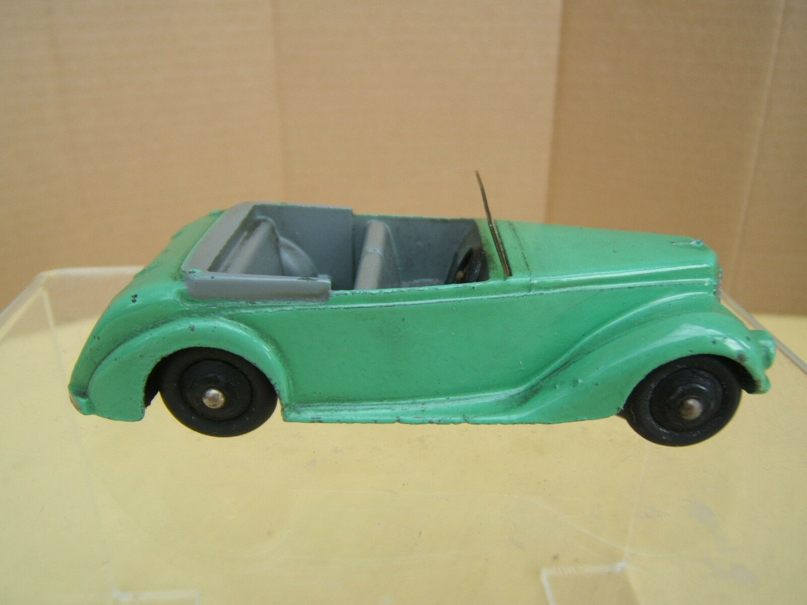 VINTAGE DINKY TOYS MODEL No.38e ARMSTRONG SIDDELEY COUPE.