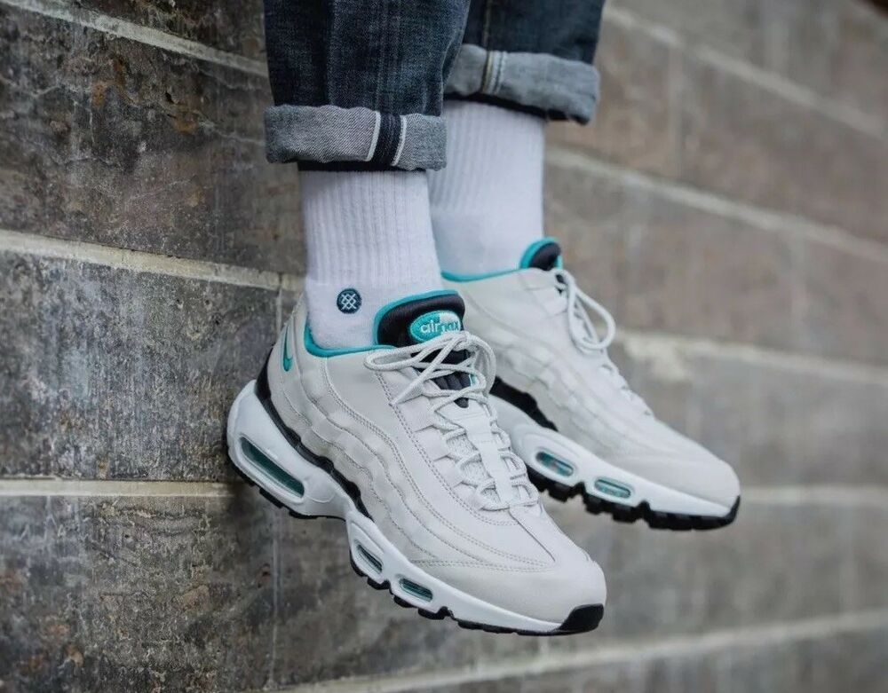 Nike Air Max 95 Essential Light Bone turquoise taille uk 8.5 Eur 43 749766 -027-