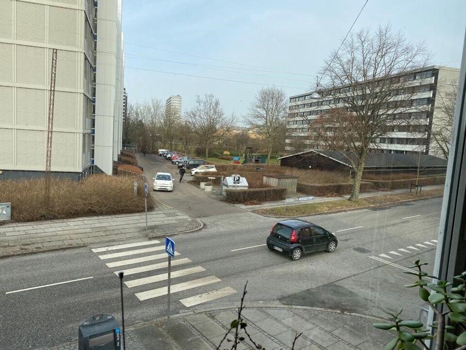 8000 vær. lejlighed, m2 43, Langenæs Allé