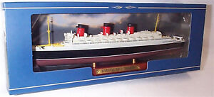 RMS-Queen-Mary-Transatlantic-liner-on-display-Plinth-1-1250-Scale-mib-Atlas