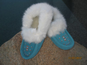 CANADIAN WOMEN'S Turquoise SUEDE INDOOR MOCCASINS WITH WHITE RABBIT FUR SIZE 8