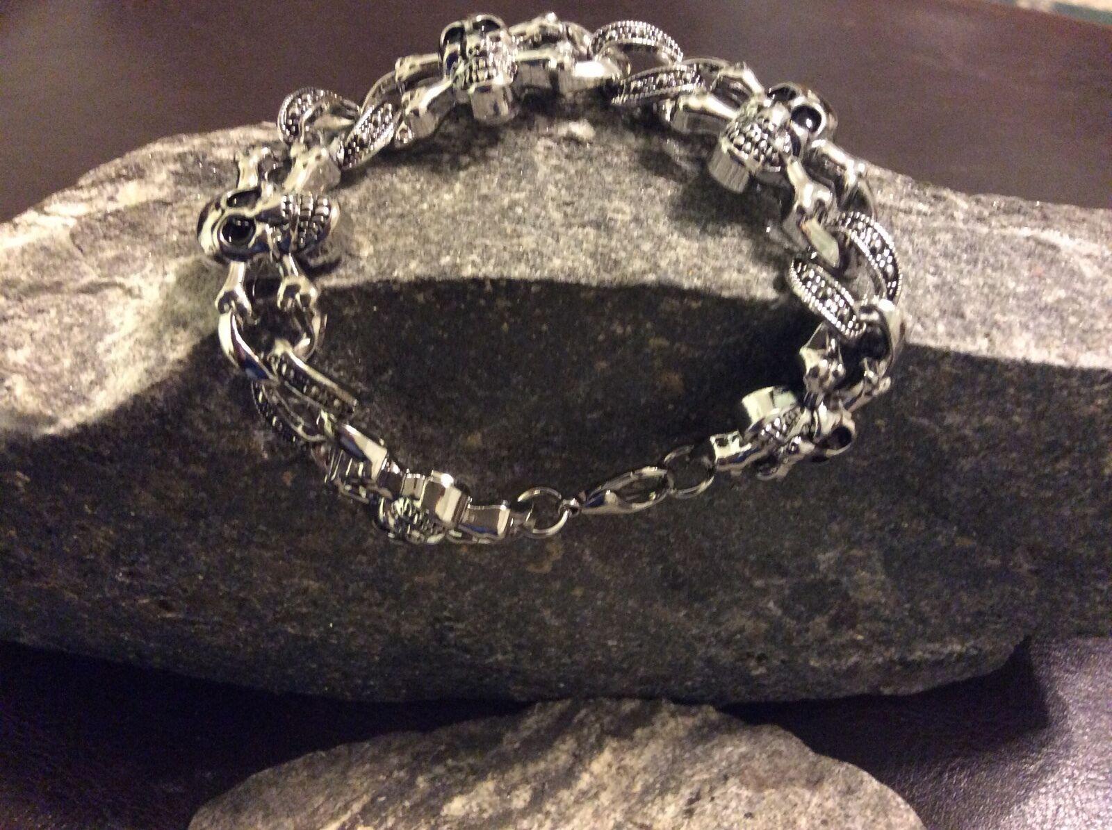 Badass! Powerful! Skull & Crossbones Bracelet Stainless Steel