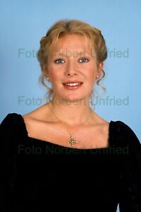Jutta-Speidel-7-7-8x11-13-16in-Photo-Not-Signed-Without-Autograph-Nr-2-8
