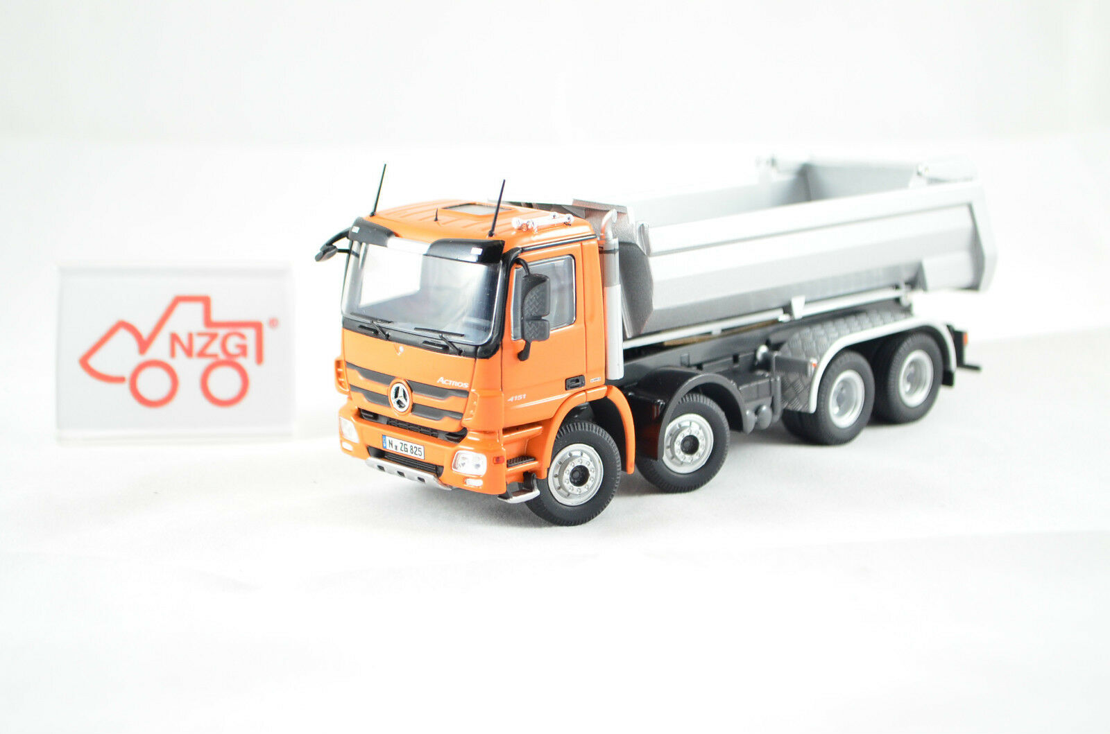 NZG Art.825 65 Mercedes Benz Actros 8x4 HALFPIPE  orange  1 50