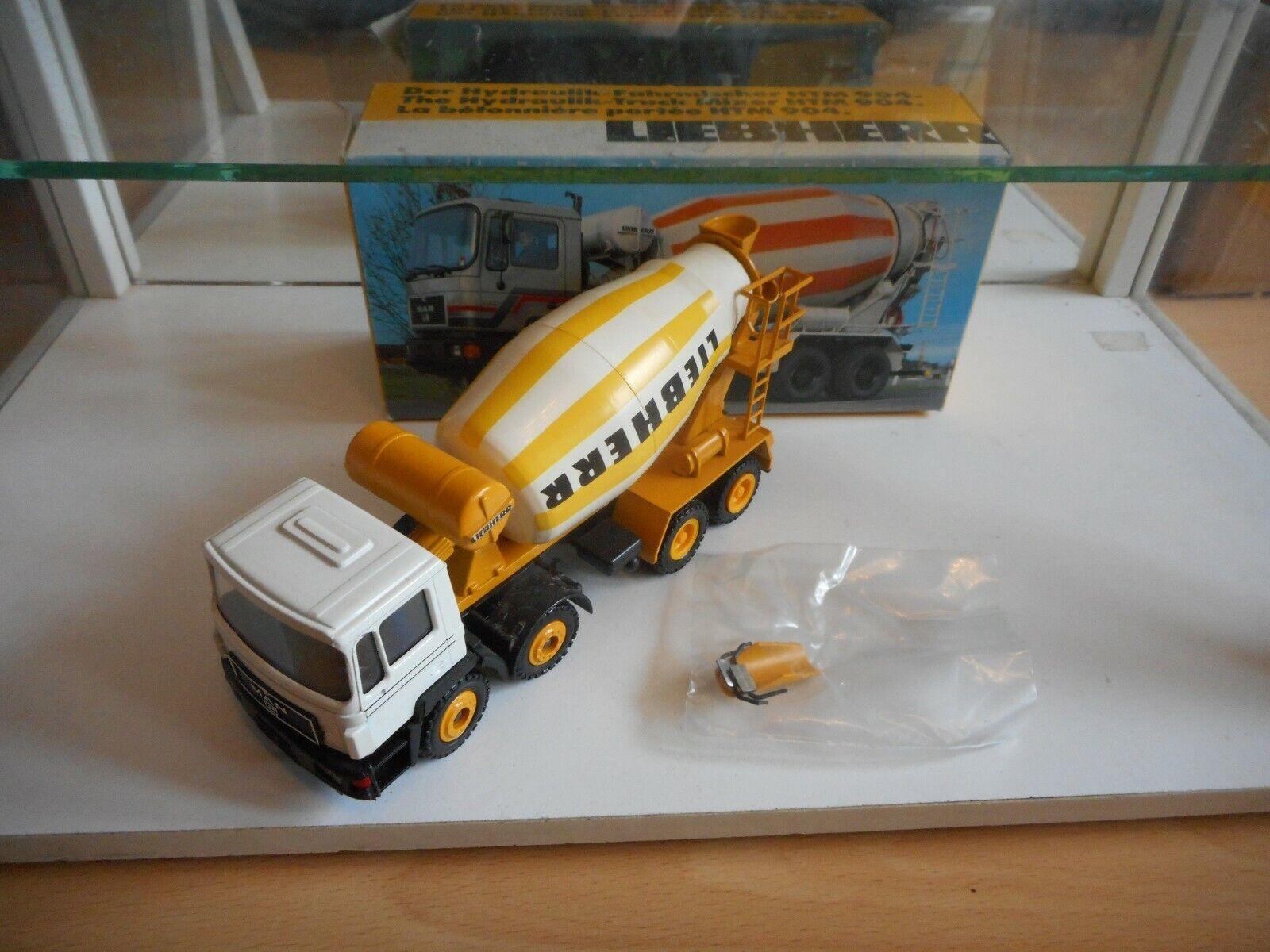 Conrad uomo HTM 904 Cement Truck Liebherr in biancagituttio on 1 50 in scatola