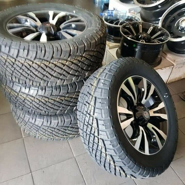 18inch Isuzu X-Rider mags with brand new 255/60/18 General Grabber AT set for R13999.
