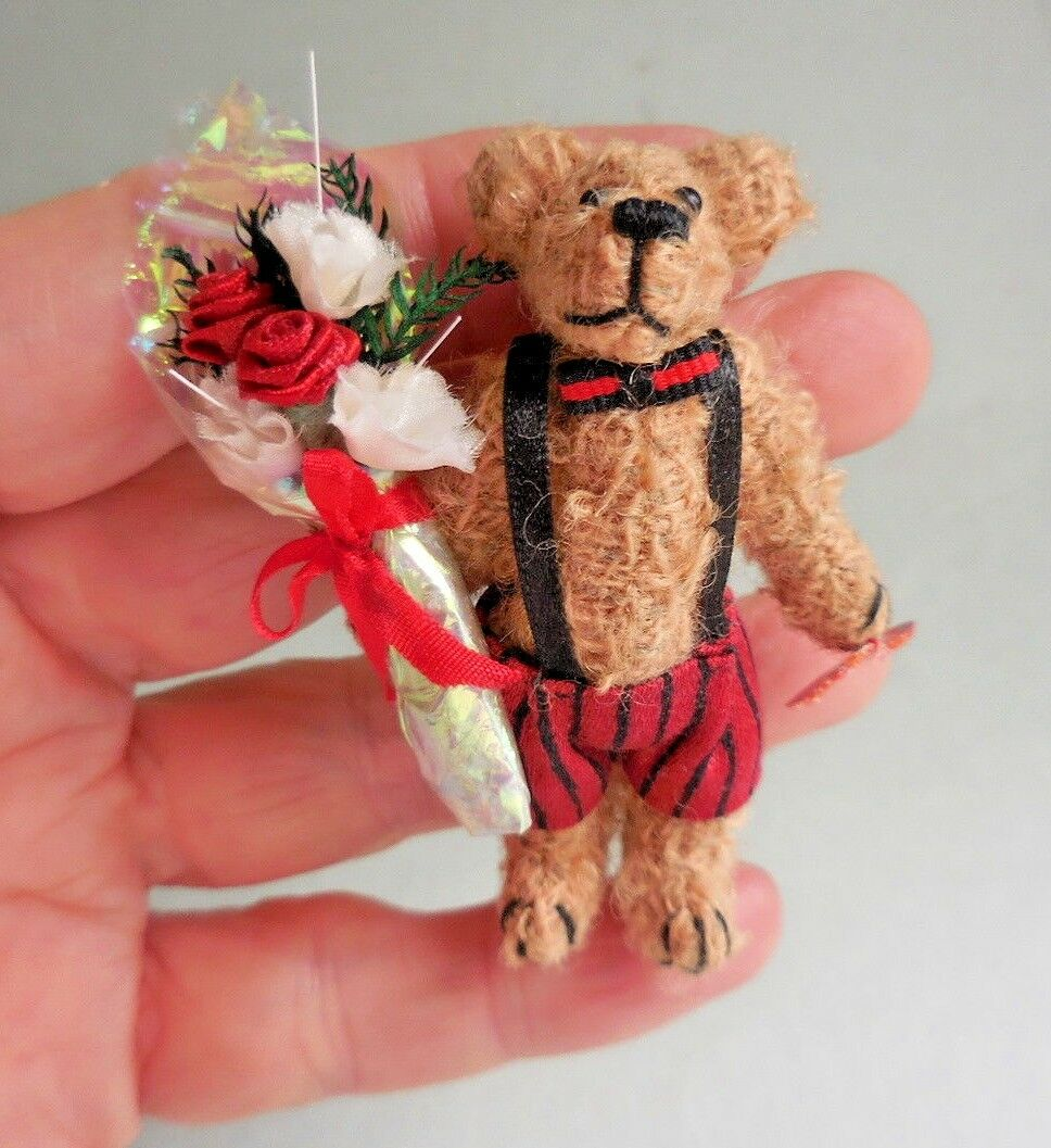 Casa de muñecas en miniatura  adorable oso de peluche de San Valentín  hecho a mano