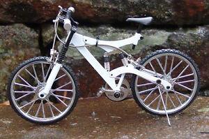 Miniature-White-Mt-Bicycle-w-Shocks-1-10-Scale