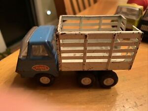 Vintage-Tonka-Cattle-Farm-Truck-Mini-Blue-and-White-Pressed-Steel-Dump-1970-039-s