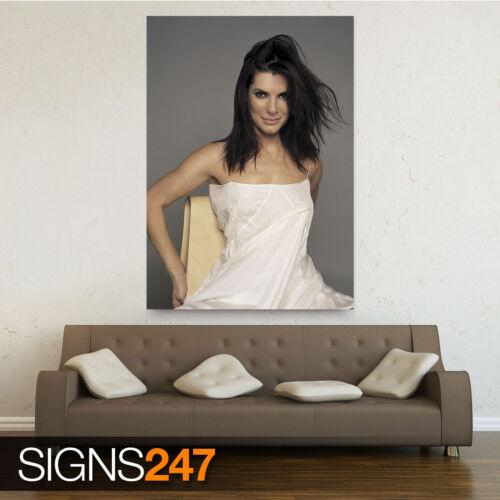 1188 Photo Poster Print Art All Sizes SANDRA BULLOCK IN WHITE DRESS GRAINY