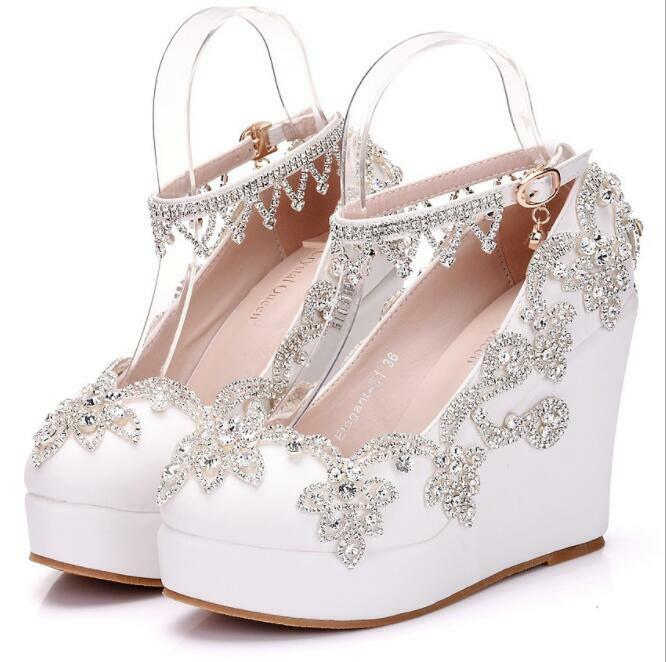 nuova esclusiva di fascia alta bianca Glitter Glitter Glitter Rhinestones Ankle Strap Wedge High Heels Bride Wedding Dress scarpe  garanzia di credito