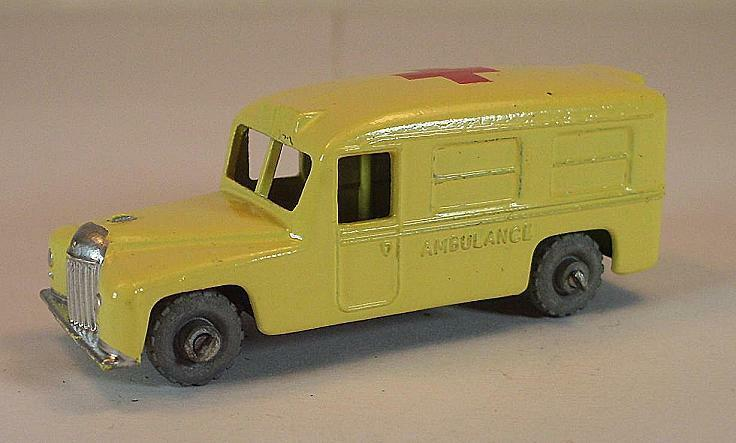 MATCHBOX regular WHEELS n. 14 B Daimler Ambulance rosso CROSS Cream MTW 1  149