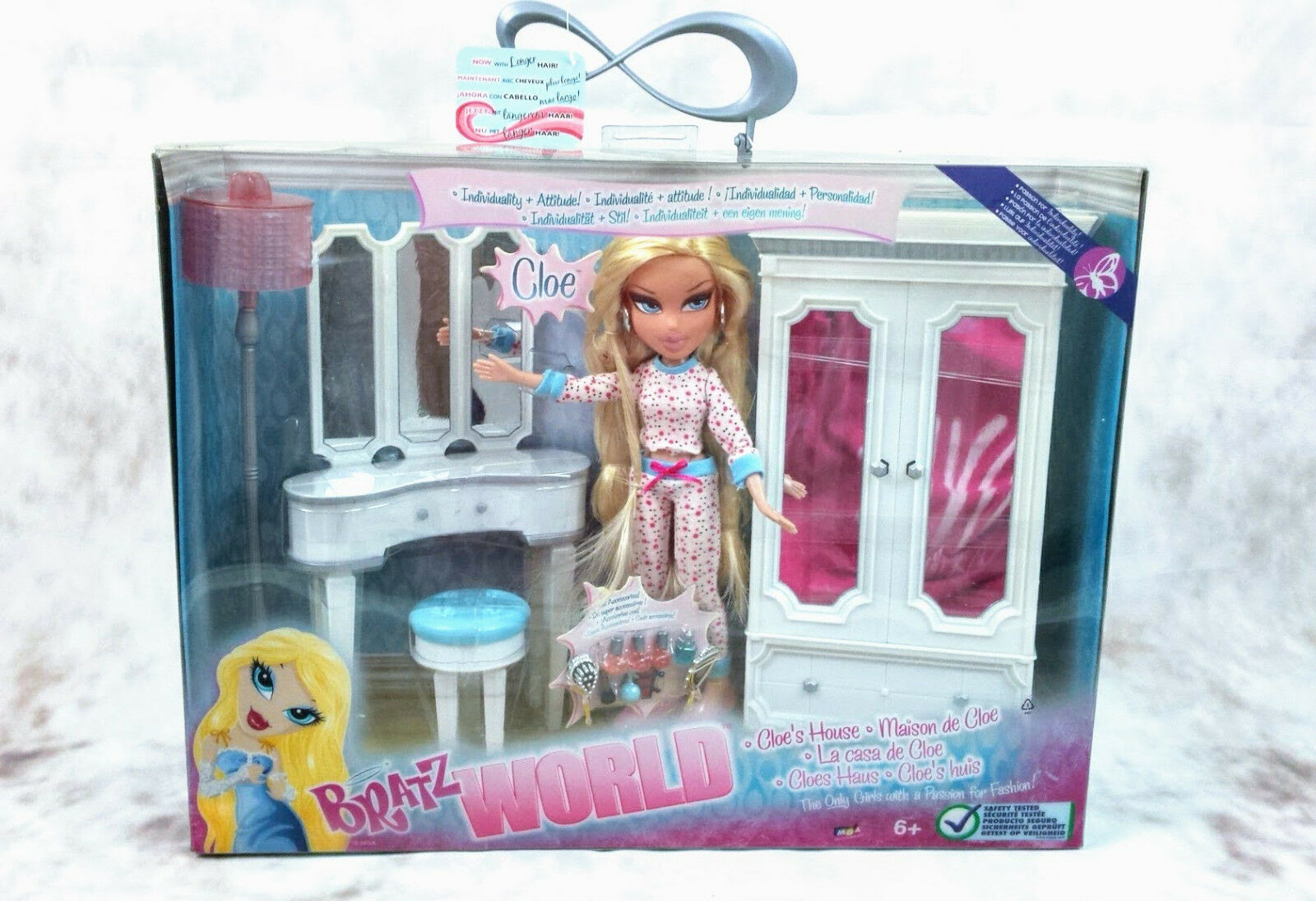 BRATZ WORLD CLOE´S HOUSE Doll and Bedroom furniture 2008 BNIB.