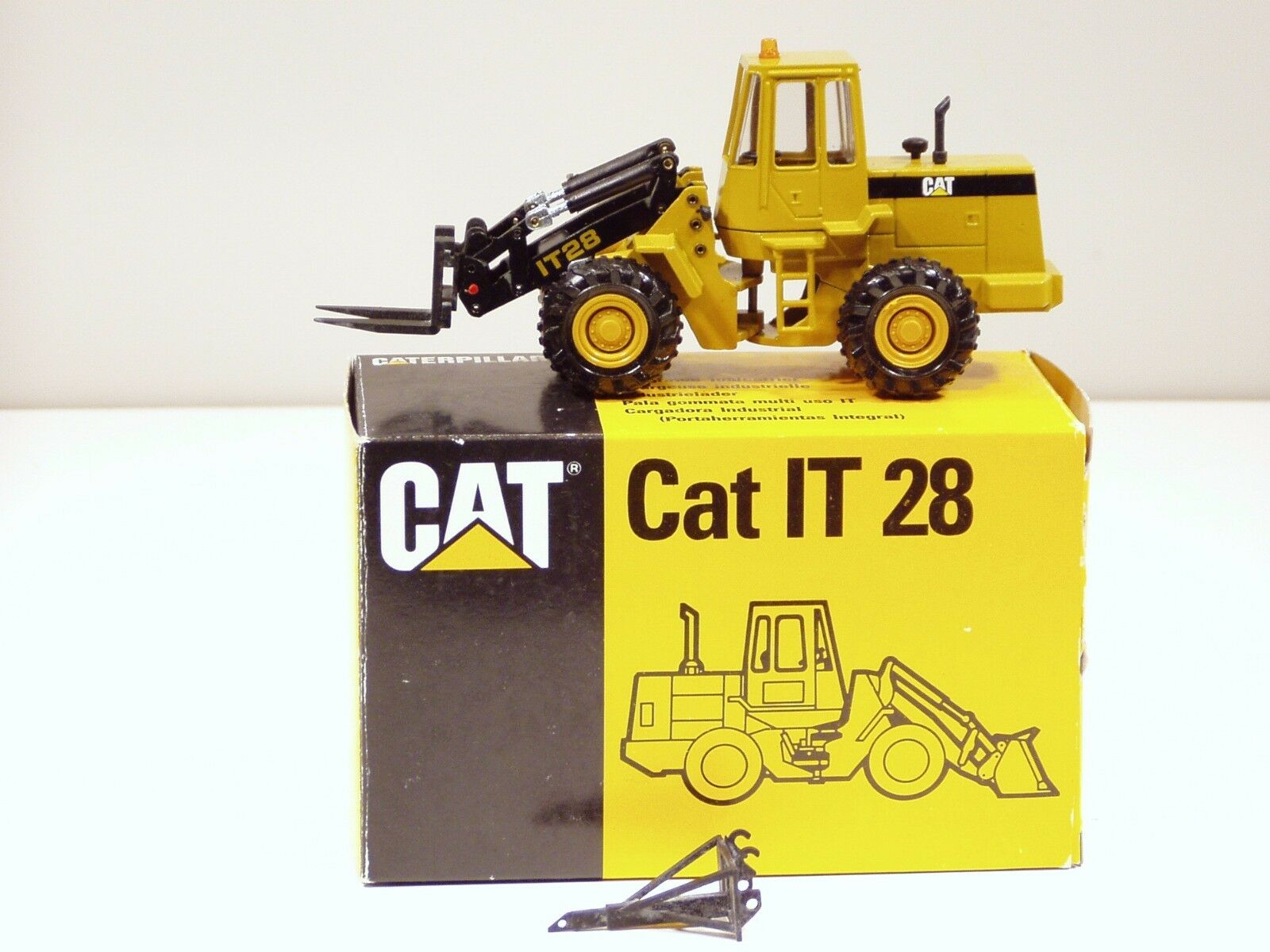 Caterpillar IT28 chargeuse-N C - 1 50 - Conrad  2888 - Comme neuf IN BOX