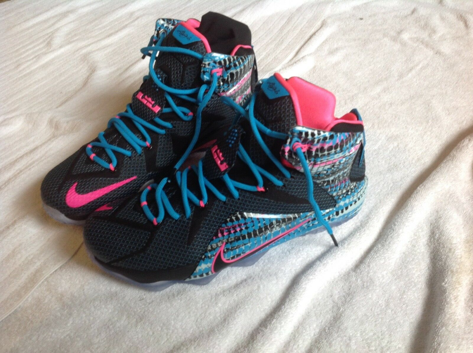 Lebron 12  684593 006 nike basketball shoes size 11  free Nike Socks