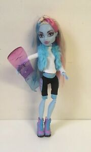 Monster-High-Snowboarding-Club-Abbey-Bominable-Fashion-Doll-Outfit-Shoes-EUC