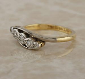 Vintage-18ct-yellow-gold-platinum-diamond-5-stone-ring-size-L