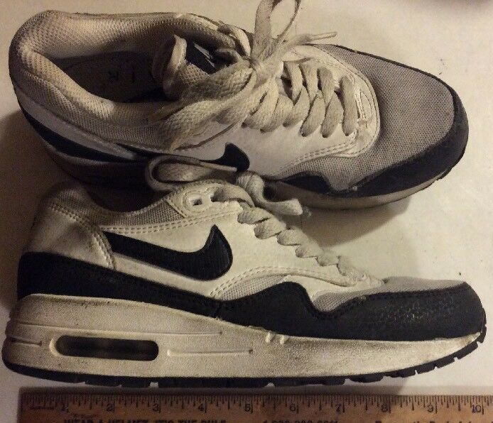 Pair Of NIKE Air White & Black Classic Deigner Sneakers Comfortable  Cheap women's shoes women's shoes